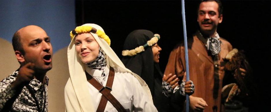 <h2>Nu in het theater</h2>Lawrence of Arabia van Marjolijn van Heemstra & Sadettin Kirmiziyüz **** NRC **** de Volkskrant. Te zien t/m 2 december 2019 in Nederland en België.